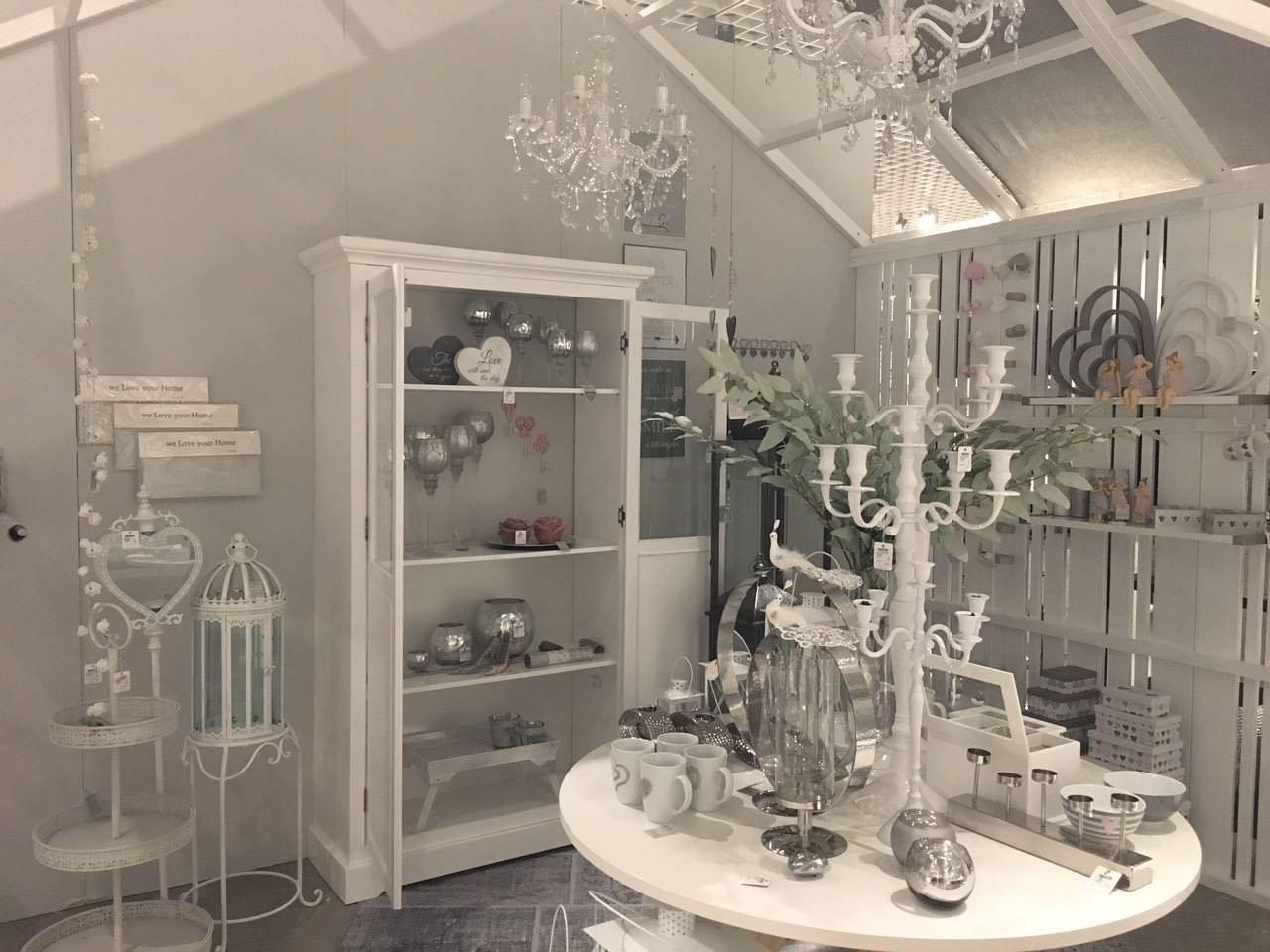 showroom deko visuelles design. Black Bedroom Furniture Sets. Home Design Ideas