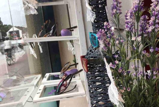 Schmetterlingsdeko mit Lavendel bei Optik Pfeiffer